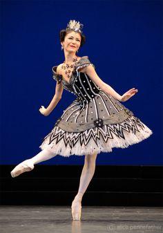 "theroyalballetandi: "" Yuhui in Birthday Offering "" #Ballet_beautie #sur_les_pointes *Ballet_beautie, sur les pointes !*"