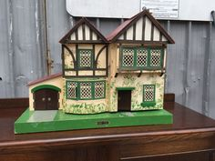 Vintage Dolls House By Amersham Toys. .....Rick Maccione-Dollhouse Builder www.dollhousemansions.com