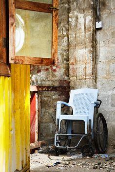 Sad wheelchair in the slum of Redland - http://lumovoima.fi/sz11432