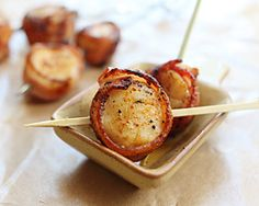 Bacon Wrapped Scallops – easy appetizer featuring scallops wrapped with bacon and grilled to crispy goodness on bamboo skewers. Easy Scallop Recipes, Easy Asian Recipes, Great Recipes, Chinese Recipes, Grilled Bacon Wrapped Scallops, Seared Scallops, Seafood Recipes, Cooking Recipes, Thai Recipes