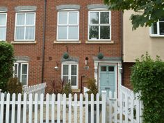 We are very pleased to offer this Three Bedroom Townhouse Set Over Three Floors…