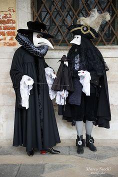 carnavale masks: plague doctors