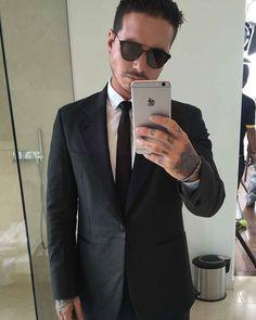 Elegante como siempre José #QueRaro #video @jbalvin @feidmde #LaFamilia #JAOB #jbalvin ❤
