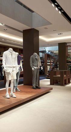 Decoracion de interiores, reforma integral en valencia de la tienda Hannover en Hernán Cortes. Proyecto del interiorista Carlos Serra.