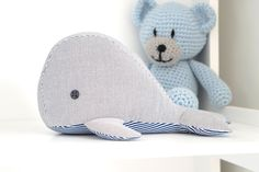 Do you give your little or even big mice something for the children's day? I've already been diligent and sewed a little whale to cuddle. Grandpa Birthday Gifts, Grandpa Gifts, Sewing Machine Projects, Sewing Projects For Beginners, Pet Toys, Baby Toys, Whale Pattern, Plushie Patterns, Crochet Patterns
