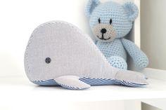 Schenkt ihr Euren kleinen oder auch großen Mäusen etwas zum Kindertag? Ich bin bereits fleißig gewesen und habe einen kleinen Wal zum Kuscheln genäht.