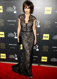 lisa rinna in black mess dress   Preto no branco.