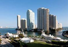 Discover Downtown Miami at our luxury hotel. JW Marriott Marquis Miami features a relaxing spa, stainless steel sky outdoor pool and award-winning restaurants. Florida Honeymoon, Honeymoon Vacations, Luxury Spa, Luxury Travel, Hotels And Resorts, Best Hotels, Private Yacht, Downtown Miami, Secluded Beach