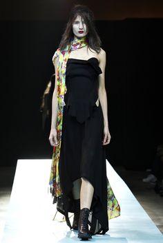 Yohji Yamamoto Spring 2011 Ready-to-Wear Collection Slideshow on Style.com