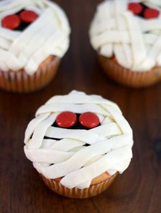 How cute are these #mummy cupcakes?! Best part? They are made with #funfetti cake mix! #halloween
