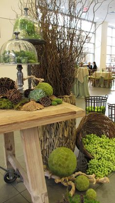 Nature et accents naturels, - Home Decora La Maison Gift Shop Displays, Garden Center Displays, Decorative Spheres, Plant Table, Garden Shop, Outdoor Furniture Sets, Outdoor Decor, Garden Gates, Seasonal Decor
