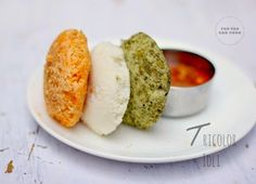 Naturally colored idlis (steamed rice cakes) with goodness in it. An easy recipe for the Indian Patriotic days. Steamed Rice Cake, Rice Cakes, Indian Food Recipes, Vegetarian Recipes, Cooking Recipes, Ethnic Recipes, Independence Day Special, India Independence, Kids Meals