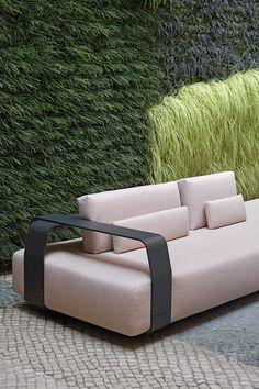 Outdoor sofa KUMO by Lionel Doyen for Manutti. Interchangeable back and armrests. Modern Garden Design, Contemporary Garden, Deck Design, Garden Furniture, Outdoor Furniture, Outdoor Decor, Outdoor Sofas, Furniture Ideas, Outdoor Spaces