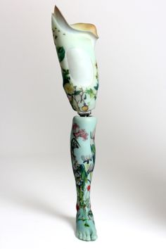 malformalady:  An amazing prosthetic leg created by Sophie de Oliveira Barata, part of the Alternative Limb Project