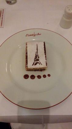 Sobremesa divina de mil folhas de creme patisserie com doce de leite, do  L'Entreconte Paris
