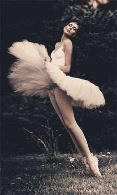 Amazing. I love photography with ballerinas :) {by Sergey P. Iron}