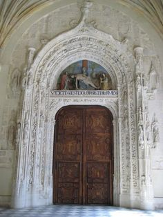 Puerta de entrada, de estilo gótico, a la iglesia del monasterio de Santa María de El Paular, Rascafría, Comunidad de Madrid.