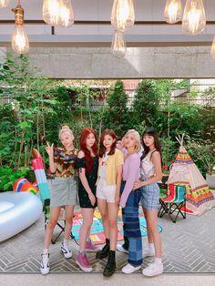 Kpop Girl Groups, Korean Girl Groups, Kpop Girls, Tiny Pics, Nct, Girl Bands, New Girl, Mamamoo, K Idols