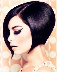 Wedge haircut with amazing shape, I don't do short hair but it looks beautiful Winter Hairstyles, Party Hairstyles, Bob Hairstyles, Black Hairstyles, Trendy Hairstyles, Wedding Hairstyles, Bouffant Hairstyles, Beehive Hairstyle, Wedge Hairstyles
