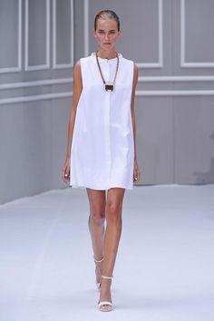 Chicca Lualdi BeeQueen - Spring Summer 2014 Ready-To-Wear - Shows - Vogue. White Fashion, Runway Fashion, Milan Fashion, Ready To Wear, Fashion Dresses, Summer Dresses, Spring 2014, Summer 2014, Spring Summer