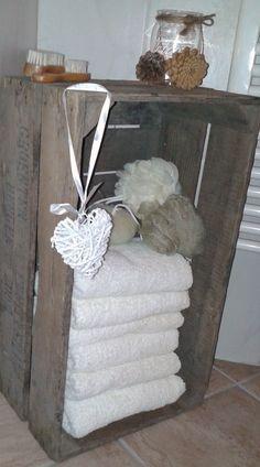 Leuk badkamerkastje van een veilingkist