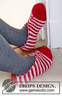 "Candy Steps - DROPS Christmas: Knitted DROPS slippers in garter st with stripes in ""Eskimo"". Size 29-46 - Free pattern by DROPS Design"