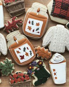 Thanksgiving Cookies, Fall Cookies, Iced Cookies, Cute Cookies, Holiday Cookies, Cupcake Cookies, Cupcakes, Halloween Cookies Decorated, Halloween Sugar Cookies