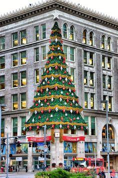 Joseph Horne Christmas Tree.  Frank Zouloufos