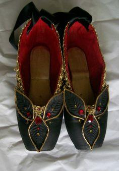 www.theworlddances.com/ #costumes #pointeshoes #dance