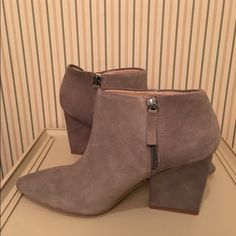 Zara booties Zara gray suede booties. Excellent condition. Size 41 Zara Shoes Ankle Boots & Booties