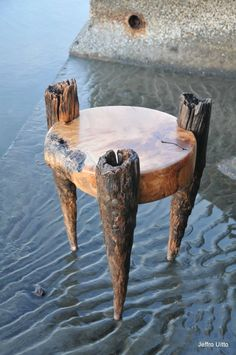 5 Essential Tips On How To Build Beautiful Wood Furniture - Tools And Tricks Club Rustic Log Furniture, Driftwood Furniture, Driftwood Table, Live Edge Furniture, Funky Furniture, Art Furniture, Wood Logs, Wood Creations, Wood Design
