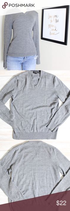 Banana Republic Layering Pullover Sweater⭐️ Banana Republic layering Pullover Sweater 100%merino wool, great preloved conditions, such a versatile piece of clothing to own, can be used alone or with your favorite collared  tee⭐️ Banana Republic Sweaters V-Necks
