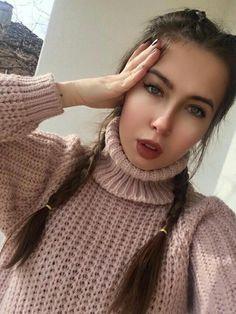 Gorgeous Girl, Beautiful, White Face Mask, Thick Sweaters, Turtlenecks, Cardigans, Passion, Women's Fashion, Selfie