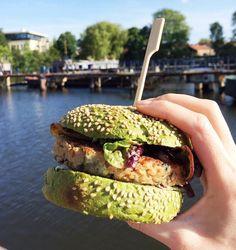 #vegan #veganburger #weed #seaweed #dutchweedburger #thedutchweedburger #veganhamburger #plantpower Pic by @judithverkuil