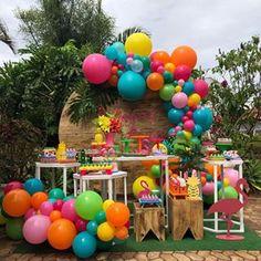 Hawaii Birthday Party, Jungle Theme Birthday, Aloha Party, Hawaiian Luau Party, Girls Birthday Party Themes, 21st Party, Flamingo Birthday, Birthday Balloons, First Birthday Parties