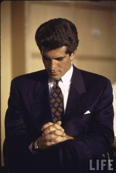 "In the new memoir ""JFK Jr., George, & Me,"" Matt Berman the co-founder of John F.'s political pop-culture magazine George, reveals how Kennedy's voice guides him from beyond the grav… John Kennedy Jr., Les Kennedy, Carolyn Bessette Kennedy, Jacqueline Kennedy Onassis, Jaqueline Kennedy, John John, Die Kennedys, Familia Kennedy, John Junior"