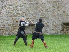 Passeggiata con le guide del centro Costa Etrusca e visita al Castello di Populonia by Il Turista Informato #InvasioniDigitali #Populonia #Toscana #Soldati #Combattimento