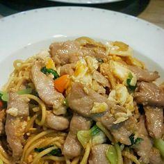 レシピとお料理がひらめくSnapDish - 8件のもぐもぐ - Stir Fried Tender Pork Loin Egg Noodle   #Noodles #Fried Noodles #Pork #Eggs by Joely