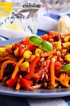Cette recette de salade de riz rouge mexicaine est parfaite pour être dégustée devant un match de foot ! #recette#cuisine#salade#riz #mexique Carrots, Stuffed Peppers, Vegetables, Food, Pasta Salad, Chopped Salads, Mexico, Favorite Recipes, Stuffed Pepper