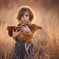 Mother Takes Inspiring Photos Of Her Beautiful One-Handed Daughter | Bored Panda