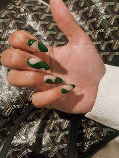 Nail Design Stiletto, Nail Design Glitter, Milky Nails, La Nails, Acylic Nails, Best Acrylic Nails, Acrylic Nails Green, Green Nail Art, Fire Nails