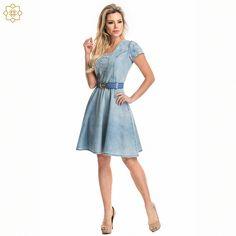 c86b5ef16 Um maravilhoso vestido jeans Via Tolentino para fechar a noite com muito  estilo! Look total