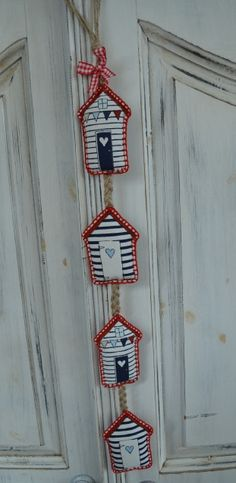 Beach Hut Garland Red Beach Crafts, Home Crafts, Diy Sewing Projects, Sewing Crafts, Nautical Room Decor, Fabric Fish, Summer Quilts, Lavender Bags, Mobiles