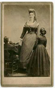 Tallest lady at the time: Anna Haining Swan (August 1846 – August Famed for her great height, she was believed to be m at the peak of her stature. Vintage Pictures, Old Pictures, Old Photos, Vintage Images, Old Circus, Vintage Circus, Giant People, Human Oddities, Interesting History