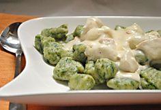 Spenótos gnocchi fokhagymás csirkemellel recept képpel. Hozzávalók és az elkészítés részletes leírása. A spenótos gnocchi fokhagymás csirkemellel elkészítési ideje: 80 perc