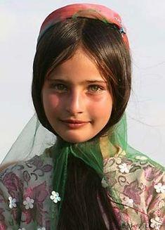 눈이 참 이쁜 쿠르드인 소녀