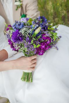 A side profile of the lovely purple bridal bouquet by Boulder Blooms.