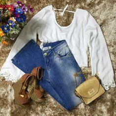 Um look bem gostoso para um domingão! Cropped  calça flare  bolsa dourada.  Compre pelo site http://ift.tt/PYA077