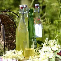 nalewka-z-kwiatu-czarnego-bzu Ketchup, Champagne, Wine, Bottle, Flask