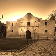 Good morning San Antonio! Sunrise over the Alamo. Find us on Instagram: https://instagram.com/livesharetravel/